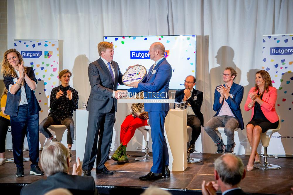 UTRECHT - Koning Willem-Alexander tijdens de viering van het vijftigjarig jubileum van Rutgers bijgewoond. De feestelijkheden vonden plaats in de Nicolaikerk in Utrecht. Op de bijeenkomst werd ingegaan op wat Nederland en Rutgers de afgelopen vijftig jaar hebben bereikt in binnen- en buitenland copyrught robin utrecht julia brabander
