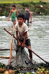 BANGLADESH SIRAJGANJ RADHUNIBARI 31JAN07 - Village pond fishing session in the countryside near the Jamuna river, an area traditionally prone to flooding during the Monsoon season...jre/Photo by Jiri Rezac..© Jiri Rezac 2007..Contact: +44 (0) 7050 110 417.Mobile:  +44 (0) 7801 337 683.Office:  +44 (0) 20 8968 9635..Email:   jiri@jirirezac.com.Web:    www.jirirezac.com..© All images Jiri Rezac 2007 - All rights reserved.