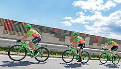 03.07.2017, Wien, AUT, Ö-Tour, Österreich Radrundfahrt 2017, 1. Etappe von Graz nach Wien (193,9 km), im Bild v.l.: Florian Gaugl (AUT, Hrinkow Advarics Cycleang), Dennis Paulus (AUT, Hrinkow Advarics Cycleang), Nils Friedl (AUT, Hrinkow Advarics Cycleang) // during the 1st stage from Graz to Vienna (193,9 km) of 2017 Tour of Austria. Wien, Austria on 2017/07/03. EXPA Pictures © 2017, PhotoCredit: EXPA/ JFK