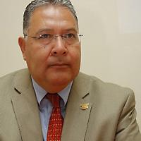 Toluca, México.- Martín Ramírez Olivas, Presidente del Patronato Pro Centro Histórico de Toluca durante el anuncio de que del 3 al 5 de octubre se llevará a cabo la Primera Cumbre Nacional de Empresarios Jóvenes. Agencia MVT / Crisanta Espinosa