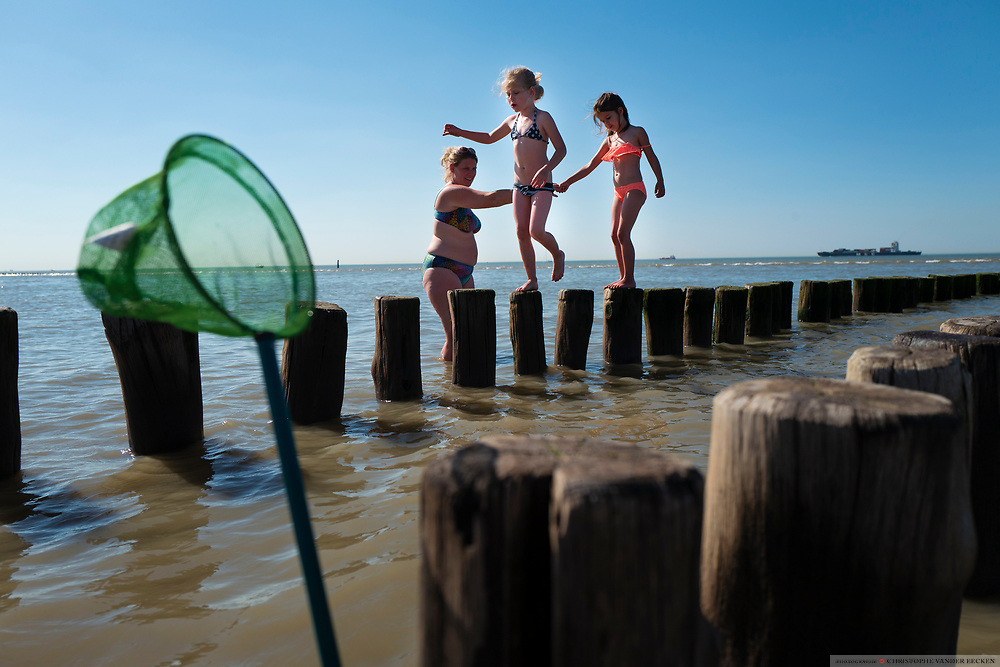 Groede, The Netherlands, 26 mai 2017, Children play at the beach of Groede along the Westerschelde