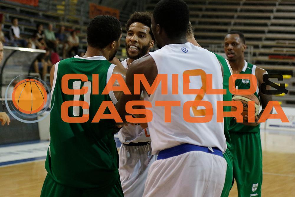 DESCRIZIONE : Scafati Lega A 2015-16 I Memorial Longobardi Sidigas Avellino Enel Brindisi finale<br /> GIOCATORE : Adrian Banks Taurean Green<br /> CATEGORIA : rissa<br /> SQUADRA : Enel Brindisi Sidigas Avellino<br /> EVENTO : Campionato Lega A 2015-2016<br /> GARA : Sidigas Avellino Enel Brindisi<br /> DATA : 13/09/2015<br /> SPORT : Pallacanestro <br /> AUTORE : Agenzia Ciamillo-Castoria/A. De Lise<br /> Galleria : Lega Basket A 2015-2016 <br /> Fotonotizia : Scafati Lega A 2015-16 I Memorial Longobardi Sidigas Avellino Enel Brindisi finale