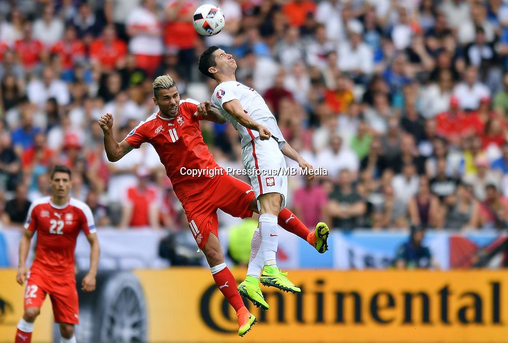 2016.06.25 Saint-Etienne<br /> Pilka nozna Euro 2016<br /> mecz 1/8 finalu Szwajcaria - Polska<br /> N/z Valon Behrami Robert Lewandowski<br /> Foto Lukasz Laskowski / PressFocus<br /> <br /> 2016.06.25<br /> Football UEFA Euro 2016 <br /> Round of 16 game between Switzerland and Poland<br /> Valon Behrami Robert Lewandowski<br /> Credit: Lukasz Laskowski / PressFocus