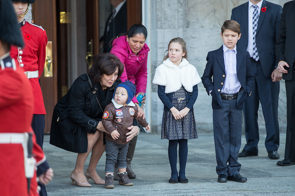 Margret Trudeau (L) waits with her grandchildren (L-R) Hadrien, Ella-Grace and Xavier the arrival of her son, Prime Minister designate Justin Trudeau who is to be sworn in as the 23rd Prime Minister of Canada in Ottawa, Ontario, November 4, 2015.<br /> AFP PHOTO/ GEOFF ROBINS