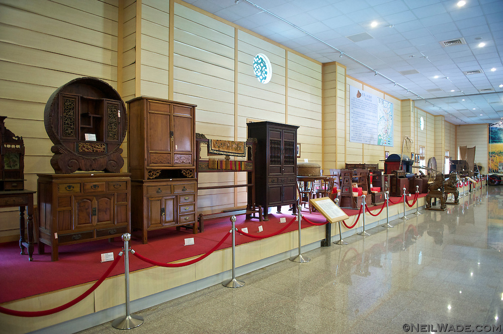 Inside the the Kaohsiung Hakka Culture Center can be found antiques and other relics from the Taiwanese Hakkas' history.