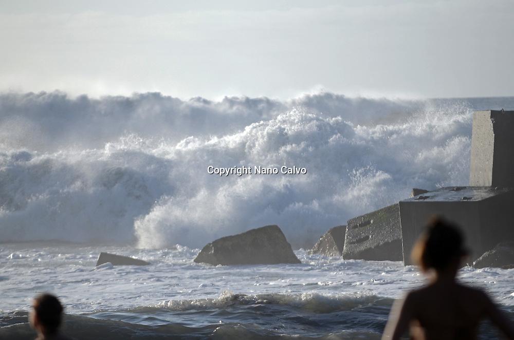 Strong waves hit the shore, Puerto de la Cruz, Tenerife
