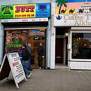Nederland Rotterdam 8 maart 2008 20080308 .Belhuis internetcafe en coffeeshop/ theehuis in Rotterdam Zuid.In belhuis worden internationale telefoontjes gepleegd, vnl. naar het thuisland.Een belhuis waar voornamelijk allochtone mensen bellen naar familie in het land van herkomst...Foto David Rozing