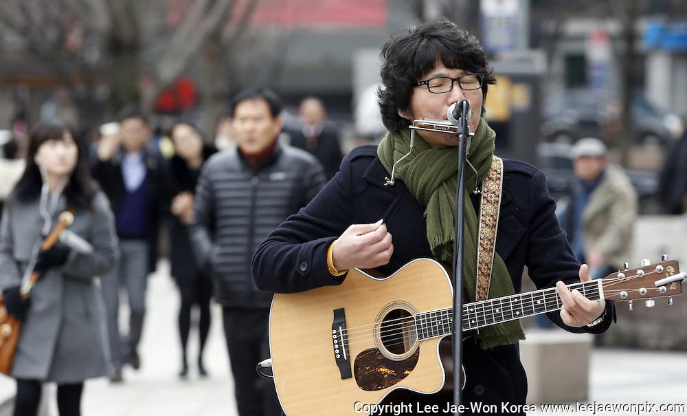 South Korean musician Baekja in Seoul. Photo by Lee Jae-Won (SOUTH KOREA) www.leejaewonpix.com/
