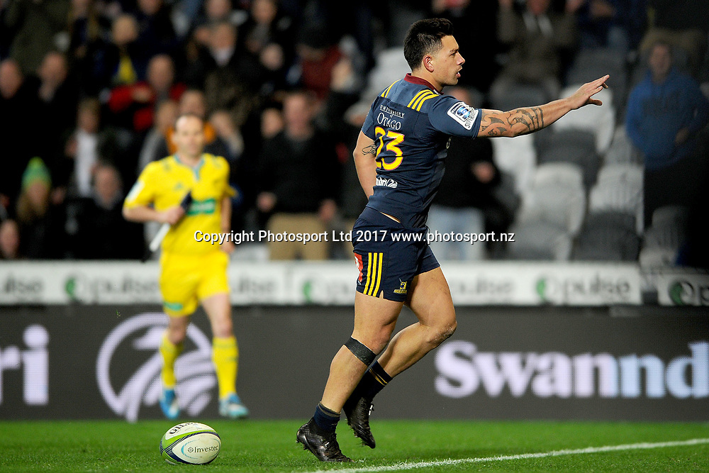 Rob Thompson of the Highlanders celebrates after scoring a try, during the Super Rugby match between the Highlanders and the Waratahs, held at Forsyth Barr Stadium, Dunedin, New Zealand, on the 27th May 2017. Credit: Joe Allison / www.photosport.nz