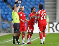 Fussball International Laenderspiel Schweiz - Venezuela Alberto REGAZZONI (SUI,mitte) wird zu seinem ersten Laenderspiel eingewechselt; Hakan YAKIN (SUI,re)