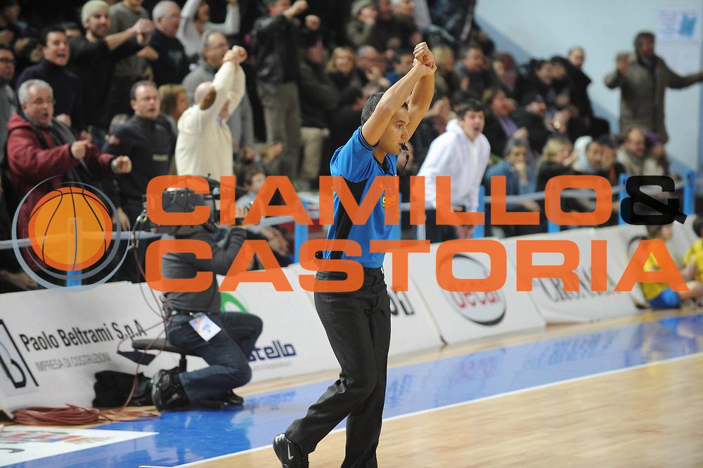 DESCRIZIONE : Cremona Lega A 2009-10 Vanoli Cremona Lottomatica Virtus Roma<br /> GIOCATORE : Arbitro <br /> SQUADRA : Lottomatica Virtus Roma<br /> EVENTO : Campionato Lega A 2009-2010 <br /> GARA : Vanoli Cremona Lottomatica Virtus Roma<br /> DATA : 31/01/2010<br /> CATEGORIA : Arbitro Referees Tecnica<br /> SPORT : Pallacanestro <br /> AUTORE : Agenzia Ciamillo-Castoria/GiulioCiamillo<br /> Galleria : Lega Basket A 2009-2010 <br /> Fotonotizia : Cremona Campionato Italiano Lega A 2009-2010 Vanoli Cremona Lottomatica Virtus Roma<br /> Predefinita :