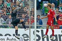 28.08.2010, Weser Stadion, Bremen, GER, 1.FBL, Werder Bremen vs 1. FC Koeln im Bild  Martin Lanig (Koeln #5) zum 4:2 fefen Keeper Tim Wiese ( Werder #01)   EXPA Pictures © 2010, PhotoCredit: EXPA/ nph/  Kokenge+++++ ATTENTION - OUT OF GER +++++
