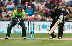 New Zealand's Martin Guptill, right, batting as Pakistan's Sarfraz Ahmed keeps wicket in the third one day cricket international at the University of Otago Oval, Dunedin, New Zealand, Saturday, January 13, 2018. Credit:SNPA / Adam Binns ** NO ARCHIVING**