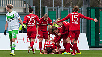 BILDET INNGÅR IKKE I FASTAVTALER. ALL NEDLASTING BLIR FAKTURERT.<br /> <br /> Fotball<br /> Tyskland<br /> 20.02.2016<br /> Foto: imago/Digitalsport<br /> NORWAY ONLY<br /> <br /> Die Spielerinnen des FC Bayern München mit Torjubel, Jubel, Freude über das Tor zum 0:1, Fussball, Allianz Frauen-Bundesliga, VfL Wolfsburg - FC Bayern München, xobx