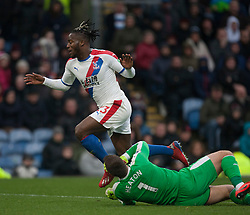 Michy Batshuayi of Crystal Palace (L) takes the ball around Thomas Heaton of Burnley - Mandatory by-line: Jack Phillips/JMP - 02/03/2019 - FOOTBALL - Turf Moor - Burnley, England - Burnley v Crystal Palace - English Premier League
