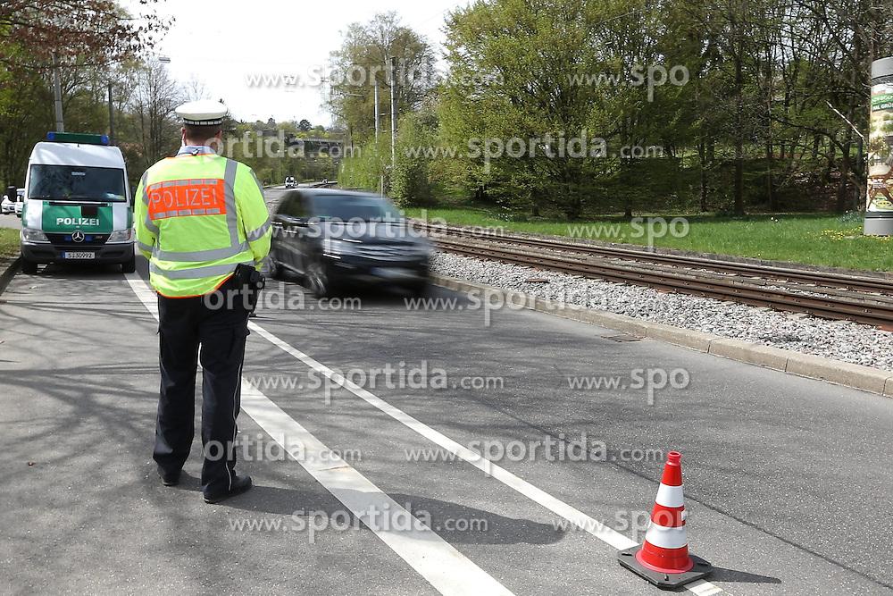 THEMENBILD - In Deutschland ist die Zust&auml;ndigkeit f&uuml;r die Geschwindigkeits&uuml;berwachung in den Bundesl&auml;ndern teilweise unterschiedlich geregelt. In den meisten Bundesl&auml;ndern sind die Polizei und regionale Ordnungsbeh&ouml;rden mit der Verkehrs&uuml;berwachung beauftragt. W&auml;hrend die Ordnungs&auml;mter der Kommunen innerhalb der geschlossenen Ortschaften zust&auml;ndig sind, &uuml;berwachen die Polizei und teilweise auch die Kreisverwaltungen den au&szlig;er&ouml;rtlichen Bereich auf den Kreis-, Landes- und Bundesstra&szlig;en sowie den Autobahnen. Hier im Bild Polizist an einer Kontrollstelle in Stuttgart wartet auf Temposuender. Aufgenommen am 15. April 2015 in Stuttgart // In Germany, the responsibility for the speed control in the provinces is partly regulated differently. In most states, the police and local planning authorities are in charge of traffic control. While the regulatory agencies of the municipalities are responsible within the built-up areas, the police and sometimes the county governments monitor the non-urban area in the district, state and federal roads and highways. In this picture policeman at a checkpoint in Stuttgart waiting for speeders. Photo was taken on April 15, 2015 Stuttgart. EXPA Pictures &copy; 2015, PhotoCredit: EXPA/ Eibner-Pressefoto/ Fudisch<br /> <br /> *****ATTENTION - OUT of GER*****