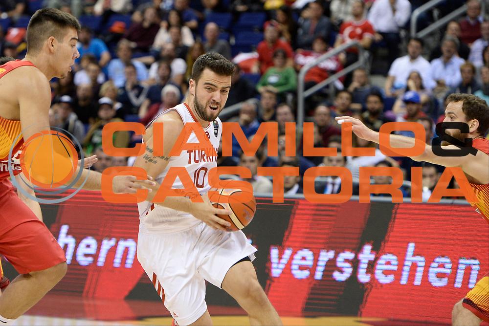 DESCRIZIONE: Berlino EuroBasket 2015 - <br /> Turkey Spain<br /> GIOCATORE: Melih Mahmutoglu<br /> CATEGORIA: Penetrazione<br /> SQUADRA: Turkey<br /> EVENTO: EuroBasket 2015 <br /> GARA: Berlino EuroBasket 2015 - Turkey vs Spain<br /> DATA: 06-09-2015 <br /> SPORT: Pallacanestro <br /> AUTORE: Agenzia Ciamillo-Castoria/I.Mancini <br /> GALLERIA: FIP Nazionali 2015 FOTONOTIZIA: Berlino EuroBasket 2015 - Turkey vs Spain