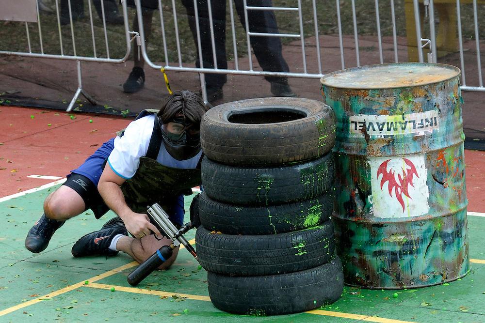 Belo Horizonte_MG, Brasil...Homem jogando Paintball no CEU UFMG...A man playing Paintball in the CEU UFMG...Foto: DANIEL DE CERQUEIRA / NITRO
