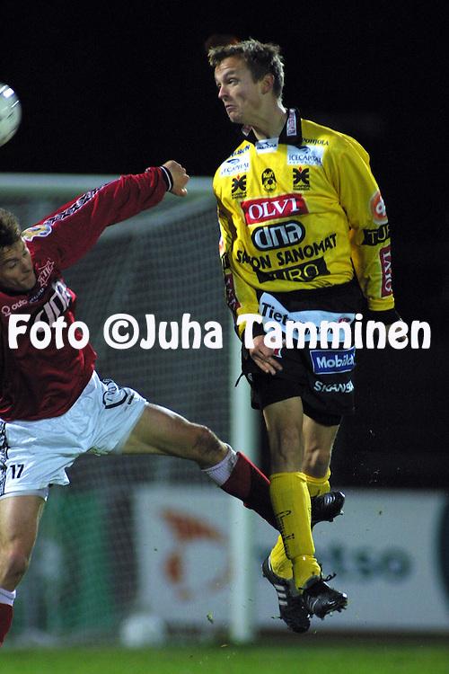 20.10.2001, Pori, Finland. Veikkausliiga, FC Jazz v Kuopion Palloseura. Mikko Korhonen (KuPS)..©JUHA TAMMINEN