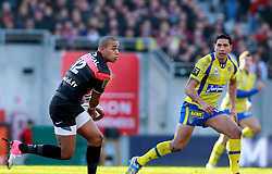 Gael Fickou attacks for Toulouse. Stade Toulousain v ASM Clermont Auvergne, Top 14, Stade Municipal, Toulouse, France, 1st December 2012.