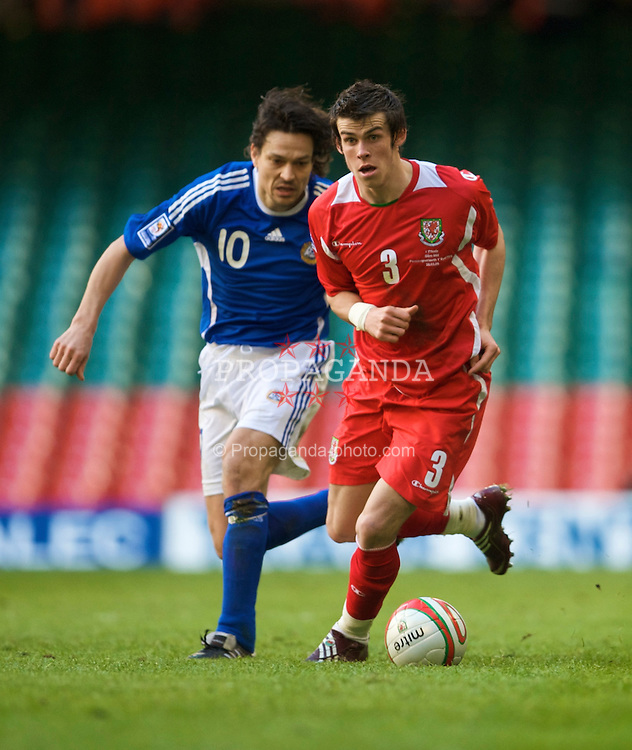 CARDIFF, WALES - Saturday, March 28, 2009: Wales' Gareth Bale and Finland's Jari Litmanenduring the 2010 FIFA World Cup Qualifying Group 4 match at the Millennium Stadium. (Pic by David Rawcliffe/Propaganda)