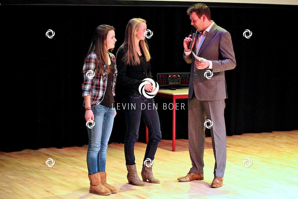 KERKDRIEL - De heer Anton Kuijntjes presenteerde het Sportkampioenen gala in De Kreek. FOTO LEVIN DEN BOER - PERSFOTO.NU