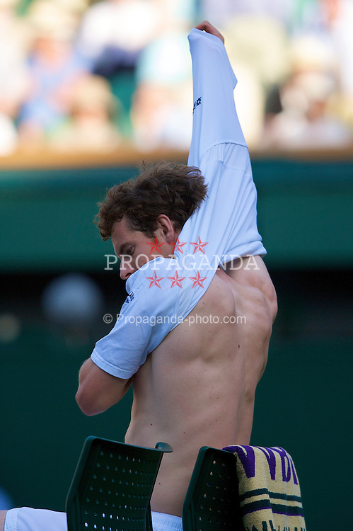LONDON, ENGLAND - Monday, June 30, 2008: Andy Murray (GBR) changes his shirt during his men's singles fourth round match on day seven of the Wimbledon Lawn Tennis Championships at the All England Lawn Tennis and Croquet Club. (Photo by David Rawcliffe/Propaganda)