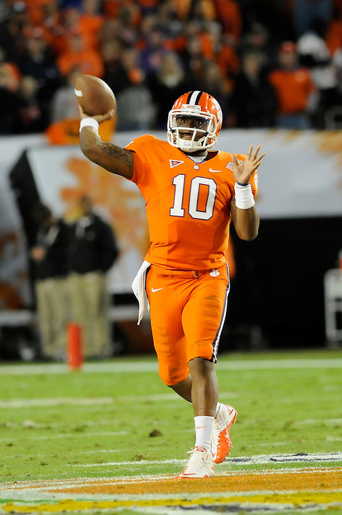 January 4, 2012: Tajh Boyd #10 of Clemson in action during the NCAA football game between the West Virginia Mountaineers and the Clemson Tigers at the 2012 Discover Orange Bowl at Sun Life Stadium in Miami Gardens, Florida.
