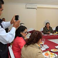 Toluca, México.- María Lizbeth Cano Hernández en compañía de  Baldemar Molina Grajeda, director de Educación Elemental de los Servicios Educativos Integrados al Estado de México, anunciaron la  realización de la Tercera Convención Internacional y Décima Nacional de Profesores de Ciencias Naturales en la ciudad de Toluca. Agencia MVT / Crisanta Espinosa