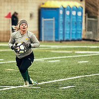 5th year goalkeeper, Ashton Lowry (1) of the Regina Cougars during the Women's Soccer home game on Sat Oct 13 at U of R Field. Credit: Arthur Ward/Arthur Images