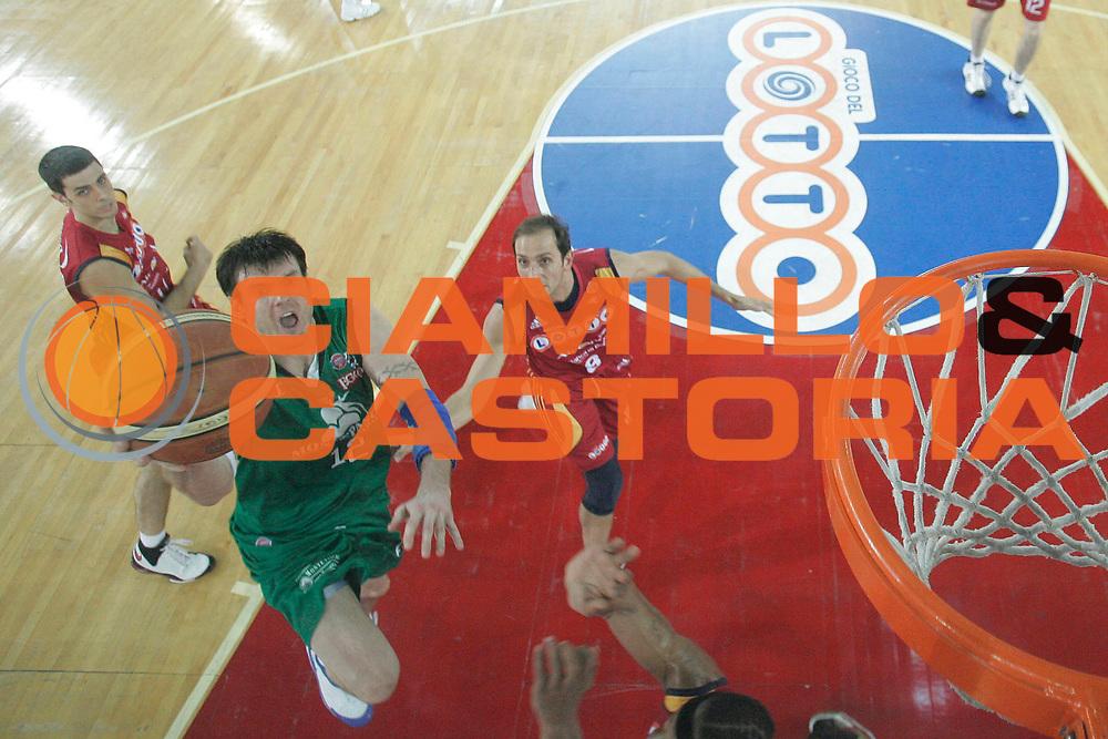 DESCRIZIONE : Roma Lega A1 2007-08 Playoff Finale Gara 4 Lottomatica Virtus Roma Montepaschi Siena <br /> GIOCATORE : Ksistof Lavrinovic<br /> SQUADRA : Montepaschi Siena<br /> EVENTO : Campionato Lega A1 2007-2008 <br /> GARA : Lottomatica Virtus Roma Montepaschi Siena<br /> DATA : 10/06/2008 <br /> CATEGORIA : Special Tiro<br /> SPORT : Pallacanestro <br /> AUTORE : Agenzia Ciamillo-Castoria/M.Marchi