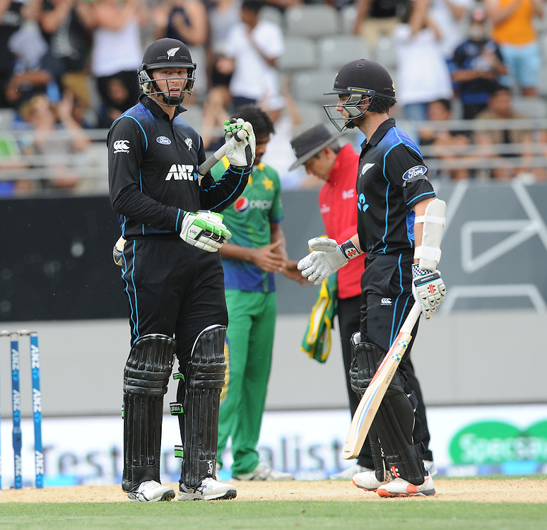 New Zealand's Martin Guptill, left, reaches his half century with Kane Williamson against Pakistan in the 3rd ODI International Cricket match at Eden Park, Auckland, New Zealand, Sunday, January 31, 2016. Credit:SNPA / Ross Setford