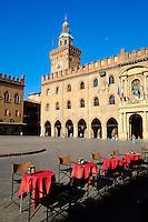 Italie, Emilie-Romagne, Bologne, vue de la Piazza Maggiore, Palazzo Comunale // Italy, Emilia-Romagna, Bologna, View of Piazza Maggiore, Palazzo Comunale