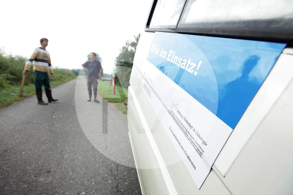 SCHWEIZ - RÜMLANG - Umwelteinsatz der Stiftung Wirtschaft & Oekologie (SWO) von Zivildienstleistenden - 28. August 2009 © Raphael Hünerfauth - http://huenerfauth.ch