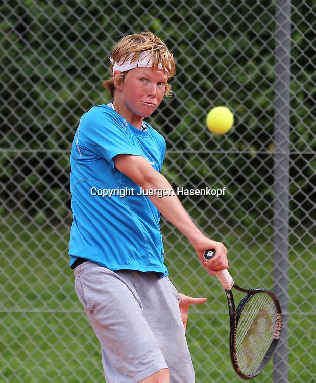 Audi GW:plus Zentrum Muenchen Junior Open 2014, Tennis Europe Junior Tour,Sandplatz, Junioren Turnier, BS14,Tom Zeuch (GER),<br /> Aktion,Einzelbild,Halbkoerper,Hochformat,