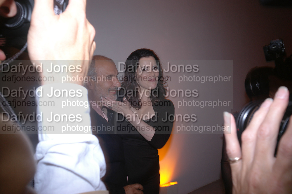 Alan Yentob and Nigella Lawson. Party to celebrate the publication of Shalimar the Clown by Salman Rushdie. David Gill Gallery, 3 Loghborough St. London SE11 ONE TIME USE ONLY - DO NOT ARCHIVE  © Copyright Photograph by Dafydd Jones 66 Stockwell Park Rd. London SW9 0DA Tel 020 7733 0108 www.dafjones.com