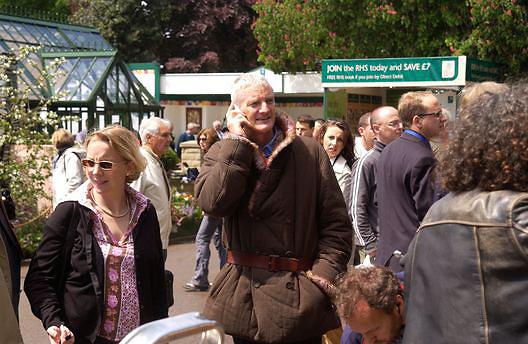 James Dyson, Chelsea Flower Show. 19 May 2003. © Copyright Photograph by Dafydd Jones 66 Stockwell Park Rd. London SW9 0DA Tel 020 7733 0108 www.dafjones.com