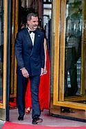 King felipe and queen letizia of Spain depart for the birthday party 50 years for king Willem Alexander <br /> DEN HAAG - De Spaanse koning Felipe en zijn vrouw Letizia vertrekken bij Hotel Des Indes onderweg naar Paleis Noordeinde voor het verjaardagsfeest van koning Willem-Alexander. copyrght robin utrecht