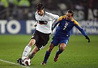 Fussball           EM Qualifikation        17.11.07 Deutschland - Zypern Arne FRIEDRICH (li, GER) im Zweikampf mit Efstathios ALONEFTIS (re, ZYP).