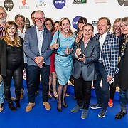NLD/Amsterdam/20170328 - Uitreiking Tv Beelden 2017, Beau van Erven Dorens met zijn prijzen en zijn team
