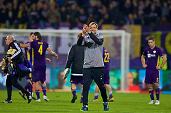 MARIBOR, SLOVENIA - Tuesday, October 17, 2017: Liverpool's manager Jürgen Klopp applauds the supporters after the 7-0 victory during the UEFA Champions League Group E match between NK Maribor and Liverpool at the Stadion Ljudski vrt. (Pic by David Rawcliffe/Propaganda)