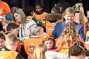 Koning Willem-Alexander en koningin Maxima bij basisschool De Vijfmaster tijdens de jaarlijkse Koningsspelen. //// King Willem-Alexander and Queen Maxima at elementary school De Fivemaster during the annual Royal Games.<br /> <br /> Op de foto / On the photo:  Koning Willem-Alexander en koningin Maxima bij het ontbijt / King William Alexander and Queen Maxima at breakfast