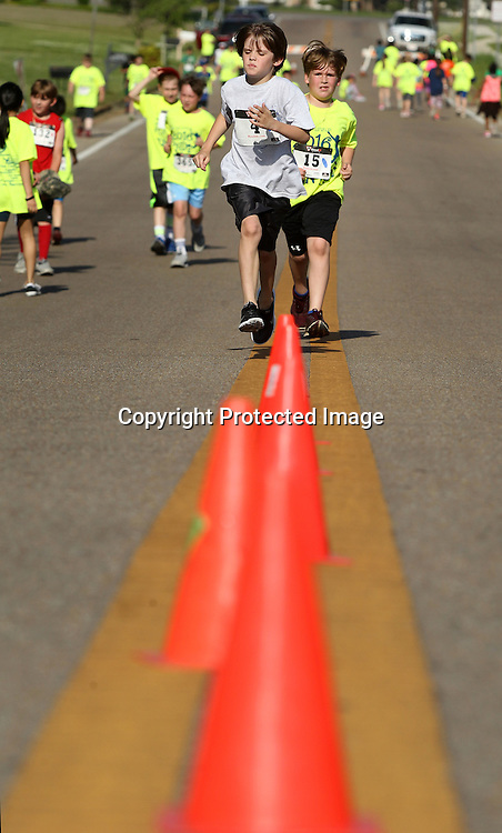 Adam Robison | BUT AT PHOTOS.DJOURNAL.COM<br /> Parker Harris and Griffin Wooten, third graders in Ms. Harrison's class at Pierce Street Elementary School, race up Pierce Street during the Pierce Street Pride Run at the school Tuesday morning in Tupelo.