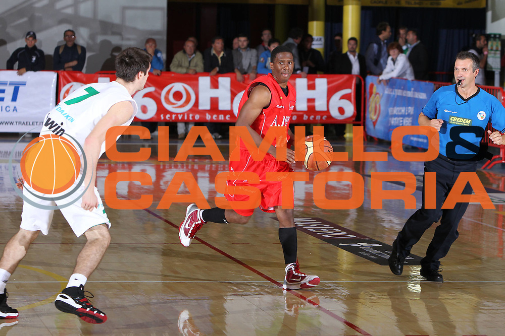 DESCRIZIONE : Caorle 4 Torneo di Caorle Lega A 2010-11 Benetton Treviso Armani Jeans Milano<br /> GIOCATORE : Morris Finley<br /> SQUADRA : Benetton Treviso Armani Jeans Milano<br /> EVENTO : Campionato Lega A 2010-2011 <br /> GARA : Benetton Treviso Armani Jeans Milano<br /> DATA : 18/09/2010<br /> CATEGORIA :  Palleggio<br /> SPORT : Pallacanestro <br /> AUTORE : Agenzia Ciamillo-Castoria/G.Contessa<br /> Galleria : Lega Basket A 2010-2011 <br /> Fotonotizia : Caorle 4 Torneo di Caorle Lega A 2010-11 Benetton Treviso Armani Jeans Milano<br /> Predefinita :