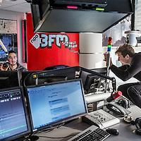 Nederland, Hilversum, 5 december 2016.<br />radiostation 3 FM heeft de koers omgegooid en wil nu meer jongeren bereiken. Hoe doen ze dat en lukt het? Te zien: muzieksamenstellers en dj's in de studio o.i.d.<br /><br /><br />Foto: Jean-Pierre Jans