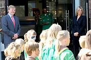 Prins Willem-Alexander en Prinses M&aacute;xima zijn aanwezig bij  de opening van het nieuwe bezoekerscentrum van drinkwaterbedrijf Dunea in het duingebied in de gemeente Wassenaar. De prinses opende het nieuwe centrum samen met prins Willem-Alexander. <br /> <br /> Prince Willem-Alexander and Princess Maxima attend the opening of the new visitorscentre of Dunea water company in the dunes in the town of Wassenaar. The princess opened the new center along with Prince Willem-Alexander.