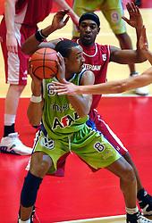 03-05-2007 BASKETBAL: AMSTERDAM ASTRONAUTS - MATRIXX MAGIXX: AMSTERDAM<br /> Amsterdam wint de vierde wedstrijd in de playoffs en zet de stand weer op 2-2 / Marco Spears<br /> ©2007-WWW.FOTOHOOGENDOORN.NL