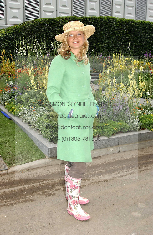 Actress LARA CAZALET at the 2005 RHS Chelsea Flower Show on 23rd May 2005<br /><br />NON EXCLUSIVE - WORLD RIGHTS