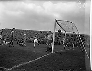 19/03/1959<br /> 03/19/1959<br /> 19 March 1959<br /> Soccer: Limerick v Drumcondra at Dalymount Park, Dublin. F.A.I. Cup game replay.