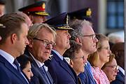 Medailleuitreiking op het Binnenhof.<br /> <br /> Op de foto: Vice-premier Hugo de Jonge en Koning Willem-Alexander